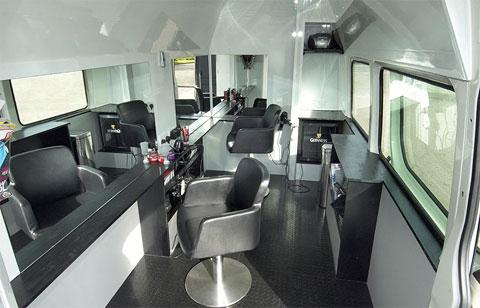 Необыкновенная парикмахерская на колесах